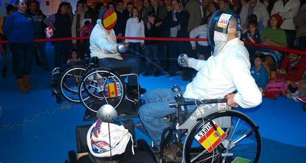 Carlos Soler en un combate de exhibición junto a su alumno Lorenzo Ribes. Fuente: AD
