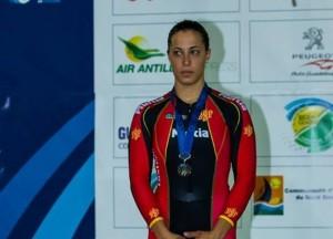 Tania con la medalla de plata. Fuente: Cyclephotos