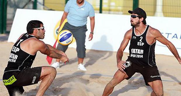 Fran Marco y Christian García durante el torneo de voley playa en Doha. Fuente: RFEVB