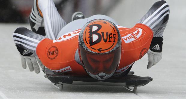 El piloto de skeleton, Ander Mirambell, se lanza con el trineo durante una competición. Fuente: Fedhielo