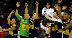 Las guerreras celebran su pase a la final. Fuente: Uros Hocevar