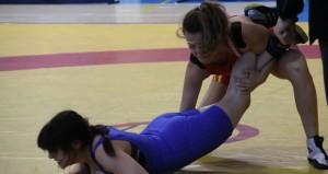Marina tumba a una rival. Fuente: AD