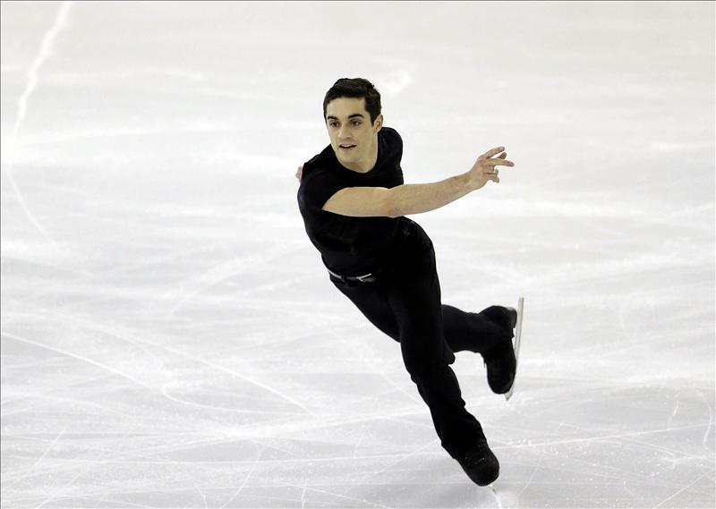 El español Javier Fernández, durante su participación en el programa corto masculino de la final del Gran Prix de patinaje artístico que se celebra en Barcelona. Fuente: EFE