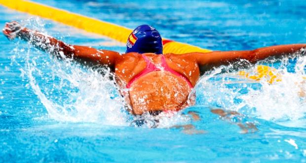 La nadadora Mireia Belmonte durante un campeonato. Fuente: RFEN