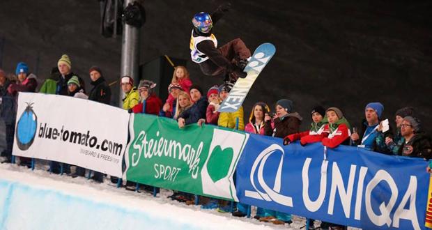 La rider Queralt Castellet en el halfpipe del Mundial de snowboard en Austria. Fuente: FIS