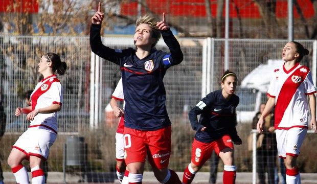 La futbolista del Atlético y de la selección española, Amanda Sampedro, celebra un gol al Rayo. Fuente: Alexander Marín