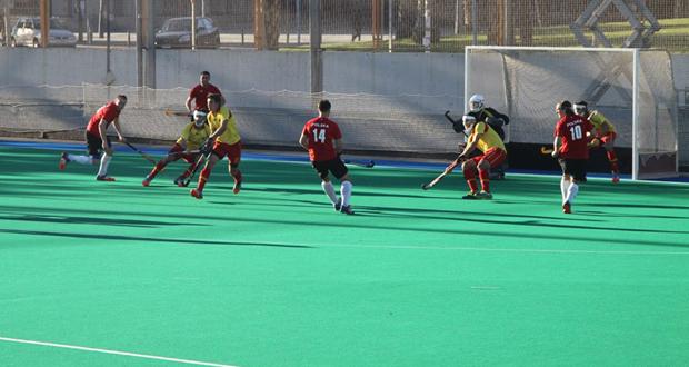 La selección española de hockey hierba durante un partido amistoso. Fuente: RFEH