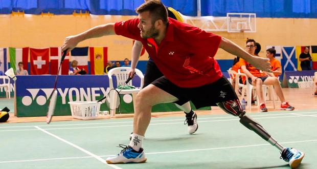 El jugador jienense de bádminton, Simón Cruz, durante un partido. Fuente: jomamaramiphotos