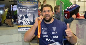 Borja Vivas con la medalla. Fuente: CAM