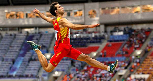El saltador Eusebio Caceres, durante una competición. Fuente: RFEA
