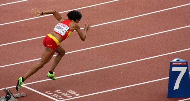 La velocista Indira Terrero en una competición con la selección española. Fuente: RFEA