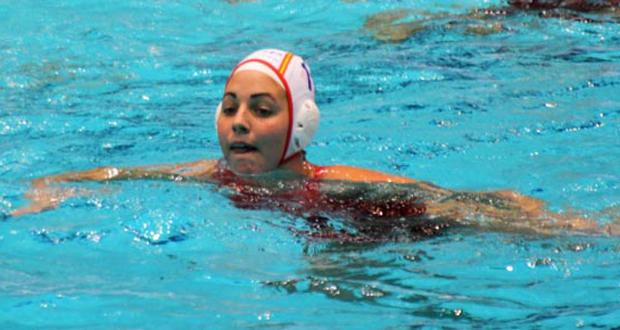 La mejor jugadora de waterpolo en Europa, Maica García, durante un partido. Fuente: RFEN