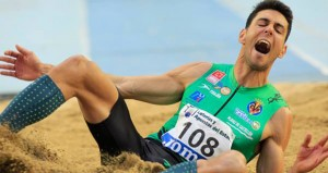 Pablo Torrijos tras saltar en Antquera. Fuente: RFEA