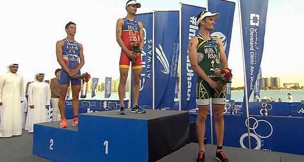 Mario Mola en la cima del podio. Fuente: Federación Española de Triatlón