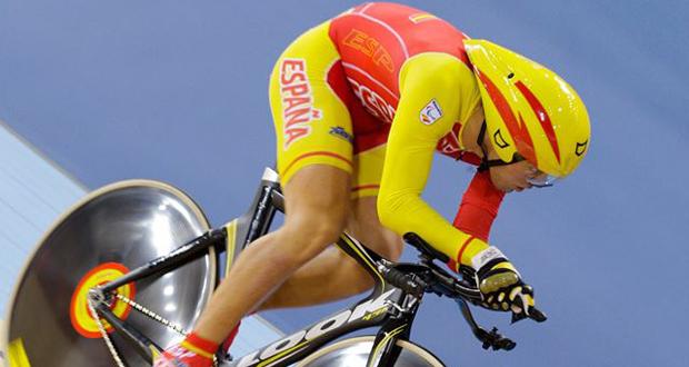 El plusmarquista mundial en kilómetro contrarreloj, Alfonso Cabello, en el velódromo. Fuente: AD