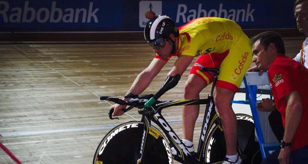 El ciclista cordobés, Alfonso Cabello, junto al seleccionador Félix García Casas. Fuente: AD