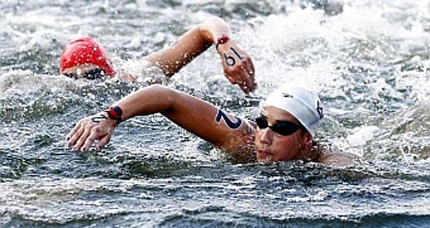 La nadadora española Erika Villaécija, en una prueba de larga distancia. Fuente: RFEN