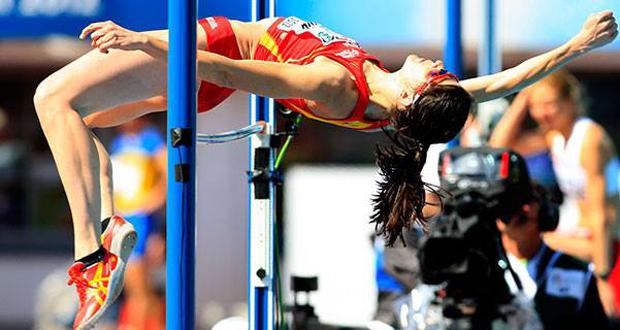 La saltadora de altura, Ruth Beitia, en una competición con la selección española. Fuente: RFEA
