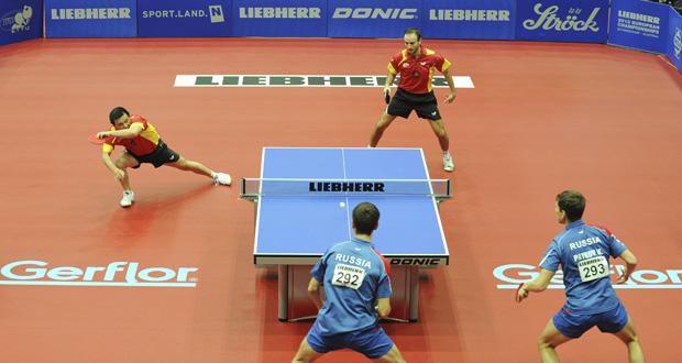 La pareja de dobles He Zhi Wen 'Juanito' y Carlos Machado en un partido. Fuente: RFETM