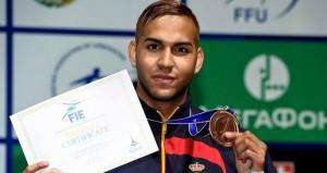 Yulen Pereira con la medalla. Fuente: esgrima.es