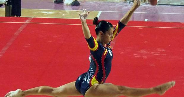 La gimnasta española Ainhoa Carmona, durante un ejercicio. Fuente: AD