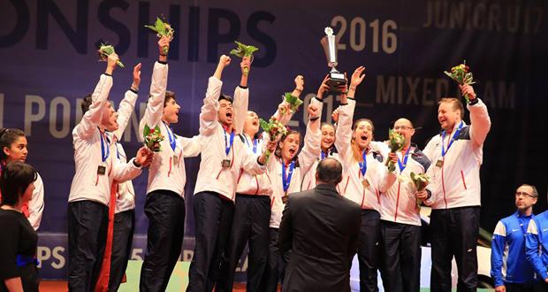 Los jugadores de la selección española celebran la victoria en el Europeo júnior. Fuente: badminton Europe