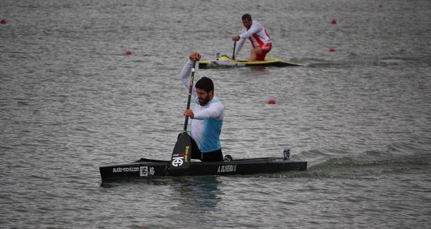 El piragüista gallego, André Oliveira, durante un entrenamiento. Fuente: AD