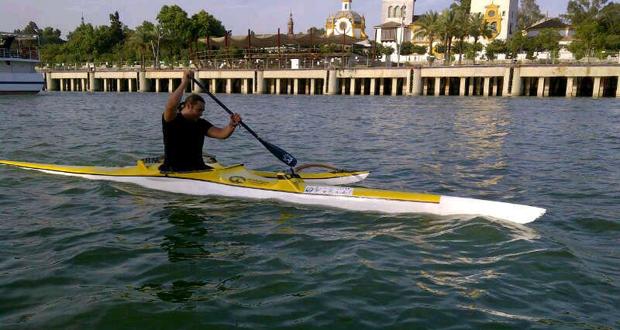 El piragüista Javier Reja, durante un entrenamiento en el río Guadalquivir. Fuente: AD