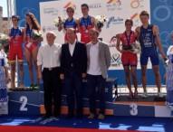 Los triatletas júniors toman el podio europeo