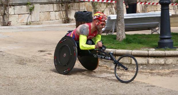 El atleta español, Rafa Botello, durante una competición. Fuente: AD