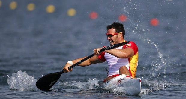 El doble medallista olímpico, Saúl Craviotto, durante una competición de kayak. Fuente: AD