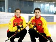 Los hermanos García, barriendo para el Mundial de Curling