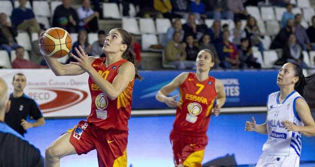 La jugadora de la selección española de baloncesto, Marta Xargay, entrando a canasta. Fuente: FEB