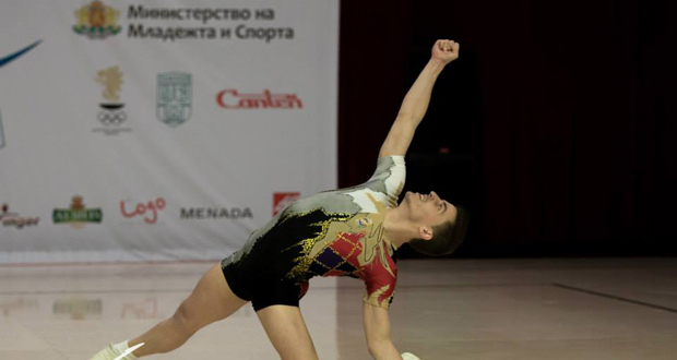 El gimnasta Vicente Lli durante una competición. Fuente: AD