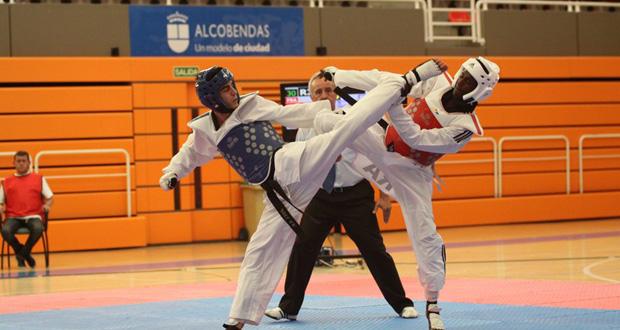 El campeón olímpico de taekwondo, Joel González, durante un combate. Fuente: Fetaekwondo