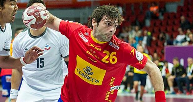 El 'hispano' Antonio García se dispone a disparar a portería en un encuentro con la selección. Fuente: RFEBM