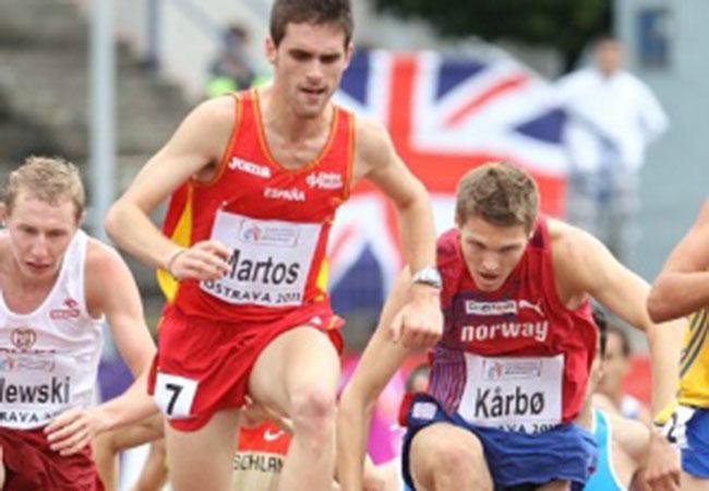 Sebastián Martos compitiendo en una carrera de obstáculos. Fuente: Rfea