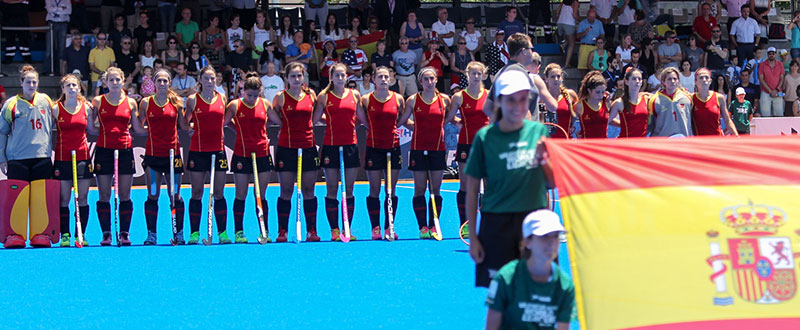 La selección española femenina de hockey hierba antes del encuentro ante EEUU. Fuente: Rfeh