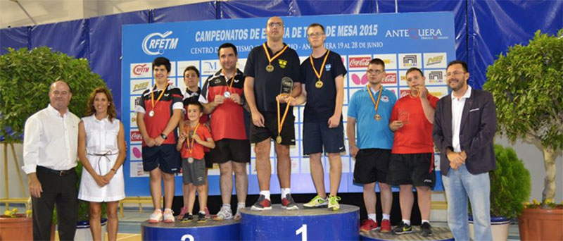 Podio por equipo en la competición masculina en los Campeonatos de España de tenis de mesa. Fuente: Rfetm