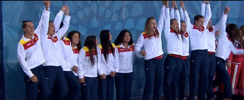 La selección de waterpolo femenina en el podio de Baku. Fuente: AD
