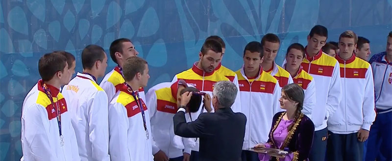 La selección española de waterpolo en el 2º cajón del podio. Fuente: AD