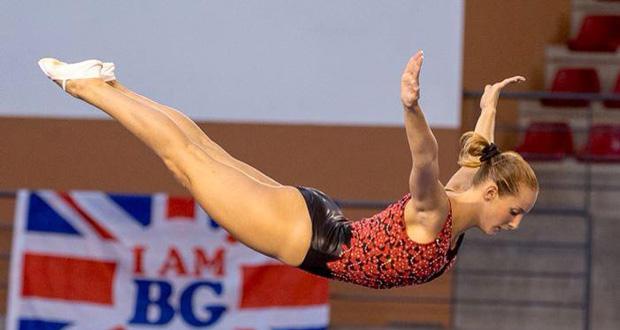 La deportista de gimnasia trampolín, Claudia Prat, en un salto acrobático.