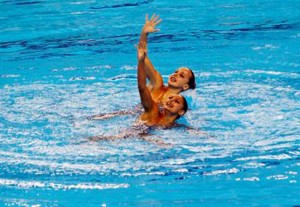 El dúo español de sincronizada durante el ejercicio. Fuente: COE