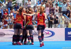 La selección española femenina de hockey hierba durante el encuentro con Sudáfrica. Fuente: Rfeh