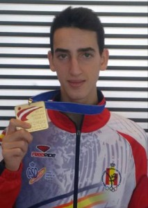 Jesús Tortosa con una de sus medallas. Fuente: AD