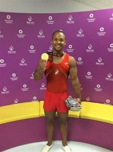 Ray Zapata con el oro de Baku. Fuente: RFEG