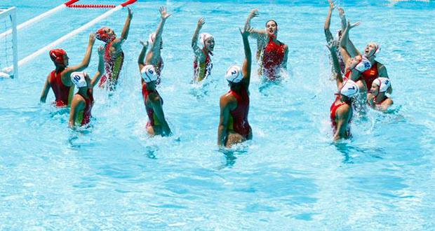 Las jugadoras de la selección española de waterpolo celebran la victoria. Fuente: COE