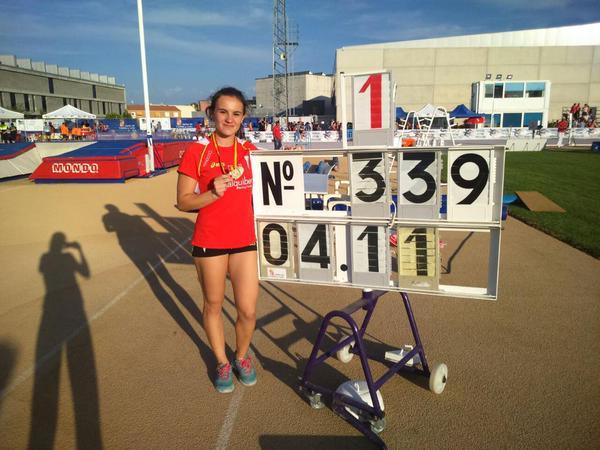 Andrea San José ha batido el récord de España junior, situándolo en 4,11. Foto: Rfea