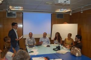 En el centro, sentados y de izquierda a derecha, Fran Extremera, Manolo Castillo y Marta López