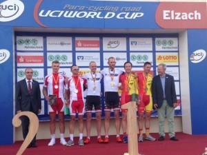 Vewnge-Llaurado en el podio. Fuente: Rfec